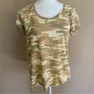 Vince Camuto Camo Styled T-Shirt (Size Medium)
